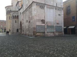 Le tre teche del Sacrario sulla parete della Ghirlandina la torre del Duomo di Modena